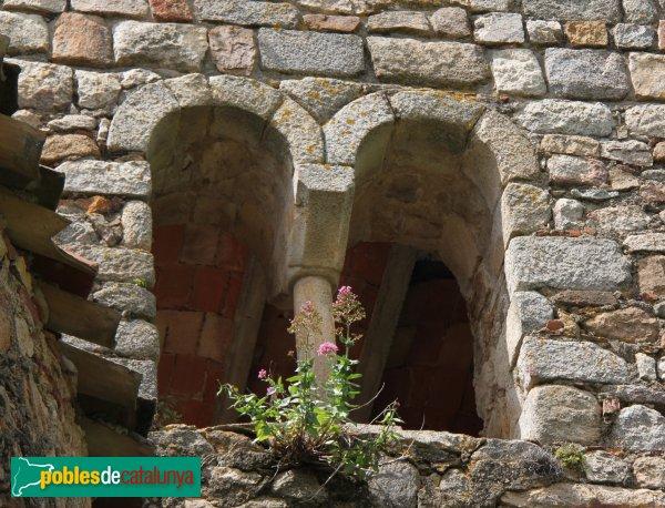 Sant Feliu de Buixalleu - Església de Sant Feliu, finestres del campanar