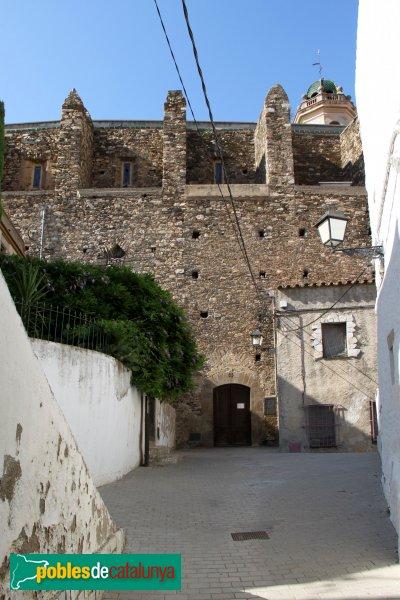 LLançà - Església de Sant Vicenç, façana lateral