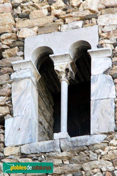 Llançà - Torre de l´Homenatge, finestra coronella