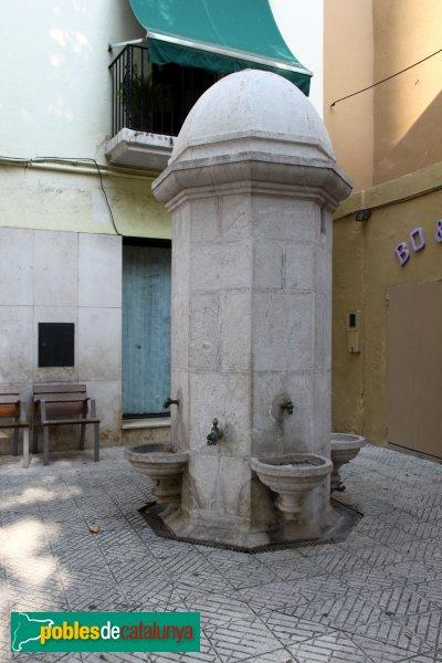 Llançà - Font de la plaça Major