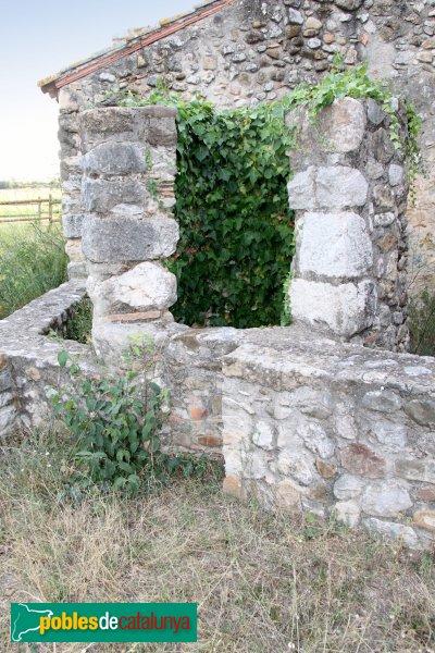 Avinyonet de Puigventós - Santa Eugènia, pou al costat de l'ermita