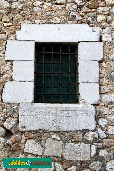 Avinyonet de Puigventós, llinda invertida