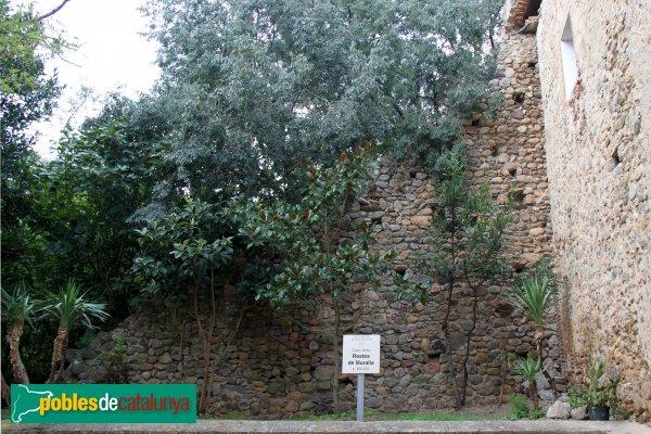 Boadella - Restes e la muralla