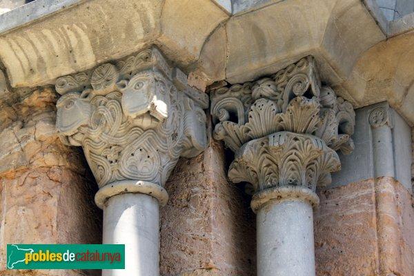 Cistella - Santa Maria de Cistella, capitells portada