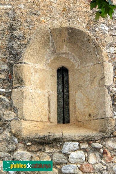 Navata - Església parroquial de Sant Pere, finestra lateral