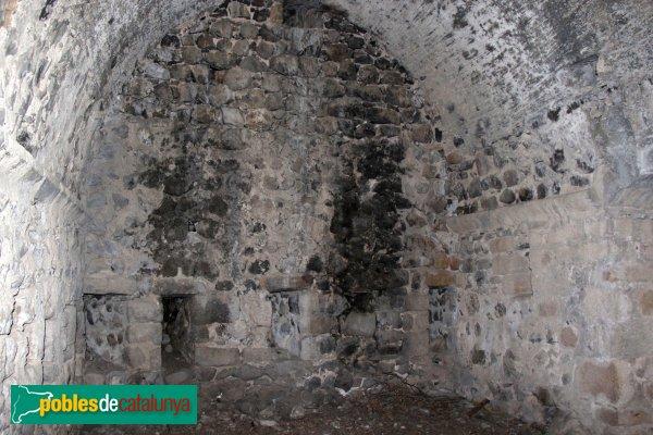 Riudarenes - Castell de l´Esparra, interior del pis inferior