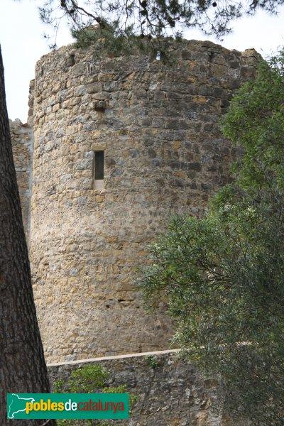 Terrades - Palau-surroca, capçalera fortificada de l'església