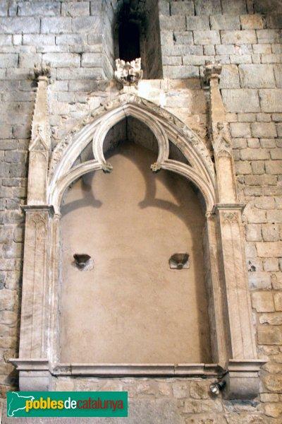 Vilabertran - Església de Santa Maria, sepulcre de l´abat Rigald