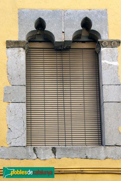 Vilabertran - Finestra procedent del Monestir