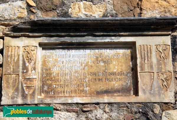 Lladó - Església de Santa Maria, làpida sepulcral