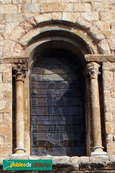 Lladó - Església de Santa Maria, finestra de la façana