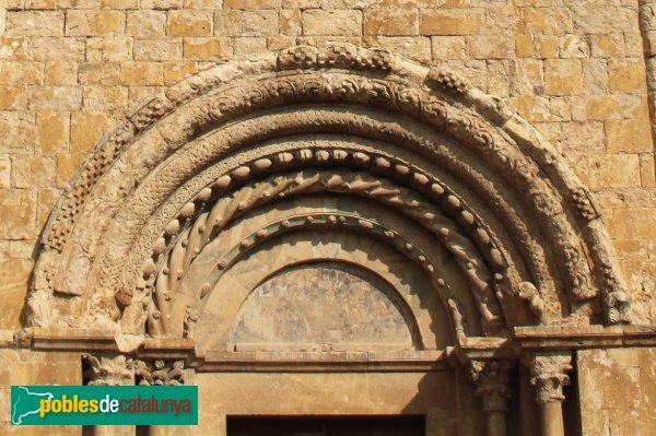 Lladó - Església de Santa Maria, detall portada