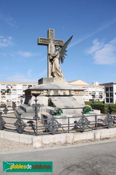 Figueres - Cementiri, sepulcre Galter, de Josep Azemar, c1900