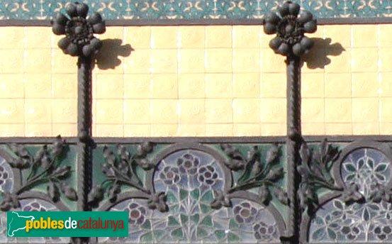 Figueres - Casa Salleres, detall tribuna