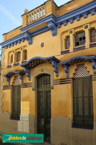 Figueres - Casa al carrer Pi i Margall, 24