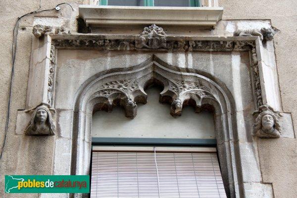 Figueres - Finestra de la casa Masdevall