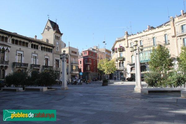 Figueres - Inici de la Rambla, amb la casa Cusí