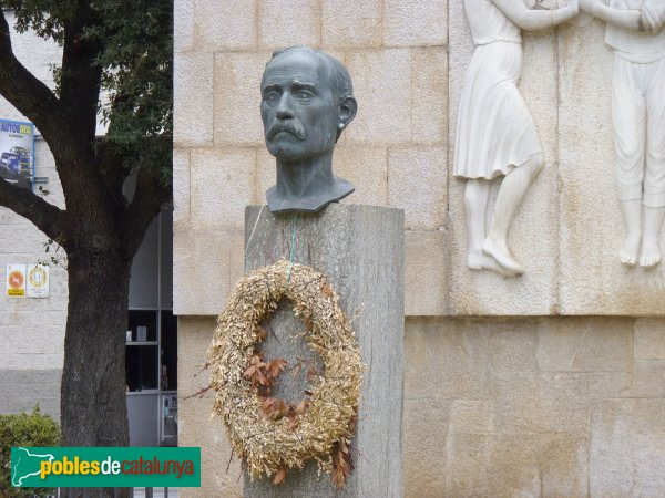 Figueres - Monument a Pep Ventura