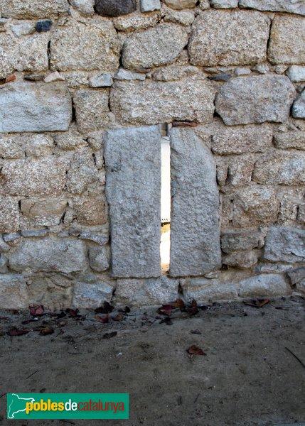 Caldes de Malavella - Muralla Medieval, espitllera