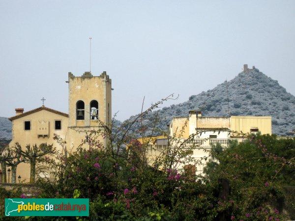 Cabrera de Mar - Església de Sant Feliu, amb el castell al fons