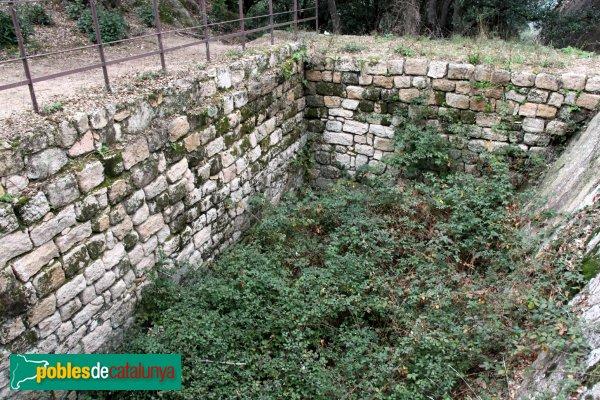 Santa Coloma de Farners - Castell de Farners, cisterna d'aigües de pluja