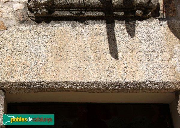 Capmany - Baronia, llinda de la porta principal