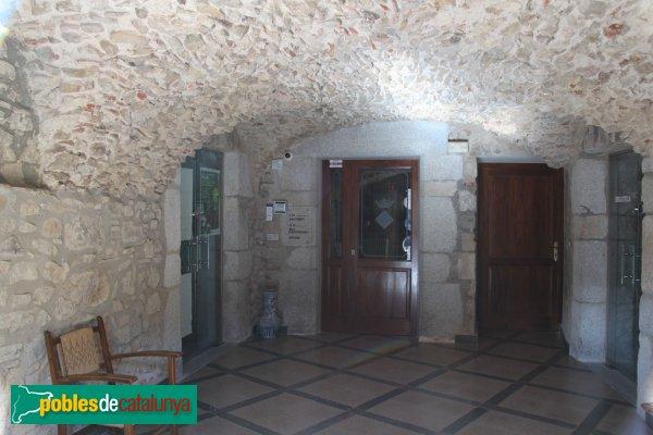 Capmany - Baronia, interior