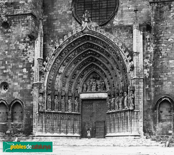 Castelló d'Empúries - Portada de Santa Maria