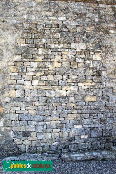Olèrdola - Església de Sant Miquel, detall del carreuat