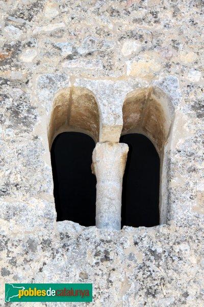Olèrdola - Església de Sant Miquel, finestra preromànica