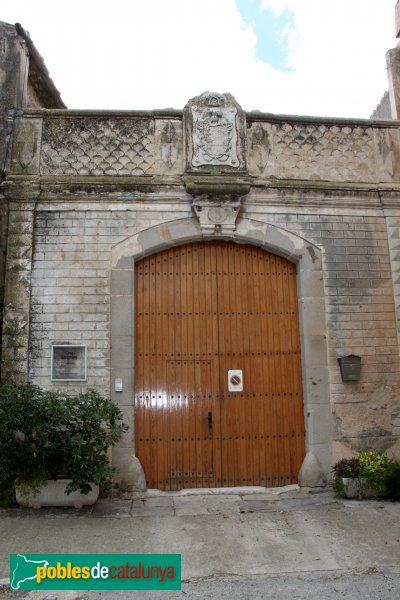 Sant Pere Pescador - Casa Caramany, porta principal