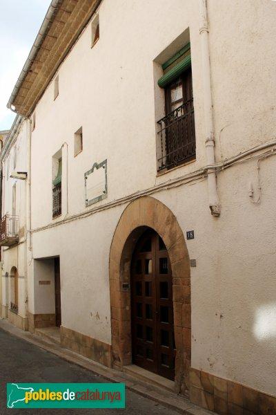 Sant Pere de Riudebitlles - La Casa Gran, façana del carrer Major