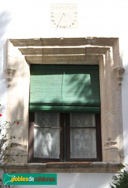 Sant Pere de Riudebitlles - La Casa Gran, façana del carrer Montseny