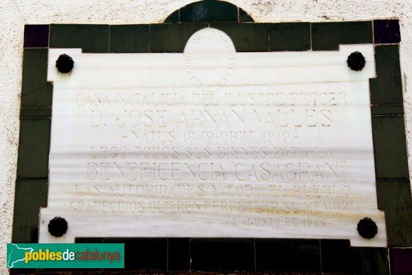 Sant Pere de Riudebitlles - La Casa Gran, placa dedicada a Josep Arnan