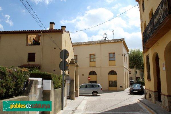 Sant Pere de Riudebitlles - Ajuntament, façana posterior