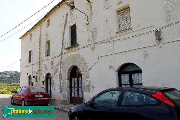 Subirats-Ordal - Cases adossades a la capella de Sant Sebastià