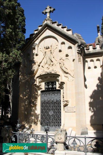 Vilafranca del Penedès - Cementiri panteó Via-Oliveras