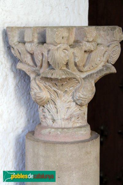 Peralada - Convent del Carme, capitell romànic
