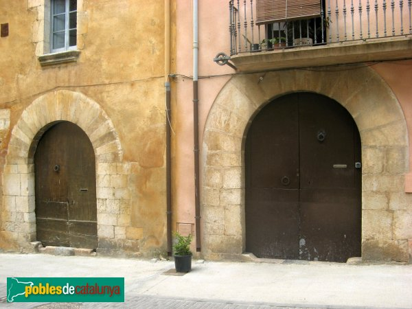 Peralada - Cases del carrer Vilella, 1 i 3