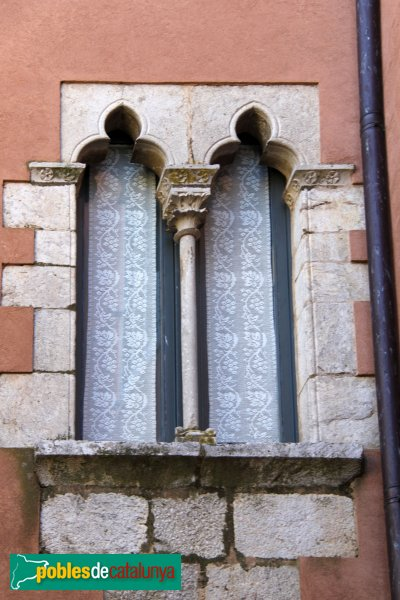 Peralada - Finestra gòtic