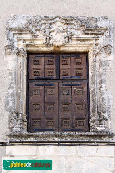 La Granada - Casa del Castlà, finestra façana nord