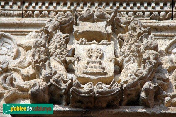Sant Cebrià de Vallalta - Finestra de can Coris