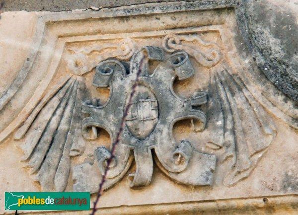 Sant Cugat Sesgarrigues - La Serra Vella, detall escut