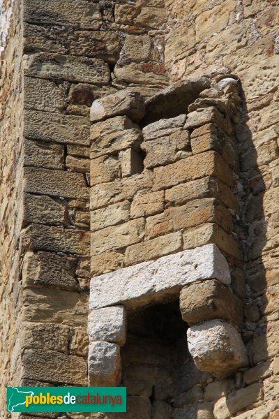 Saus - Església de Santa Eugènia, matacà de l'absis