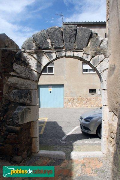 Garrigàs - Arc adovellat d'una casa desapareguda