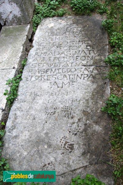 Garrigàs - Santa Maria d´Ermedàs, làpida sepulcral
