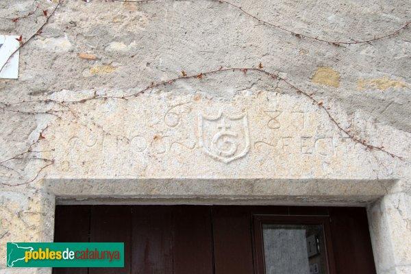 Vilaür - Rectoria. Detall finestra