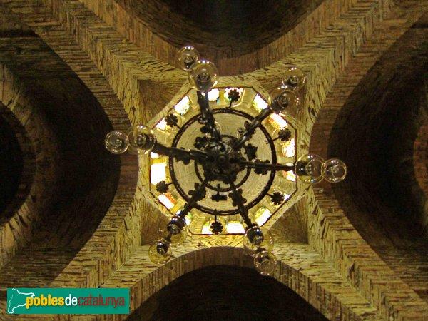 Igualada - Asil del Sant Crist, creuer de la capella