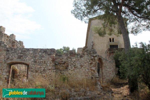 Gelida - Castell, restes de construccions del sector jussà