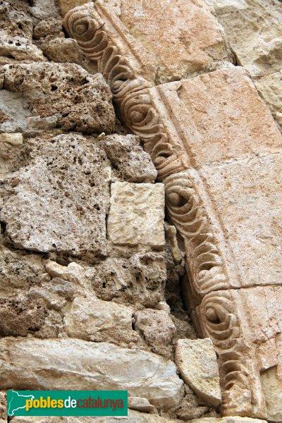 Sant Quintí de Mediona - Església, detall de la porta romànica